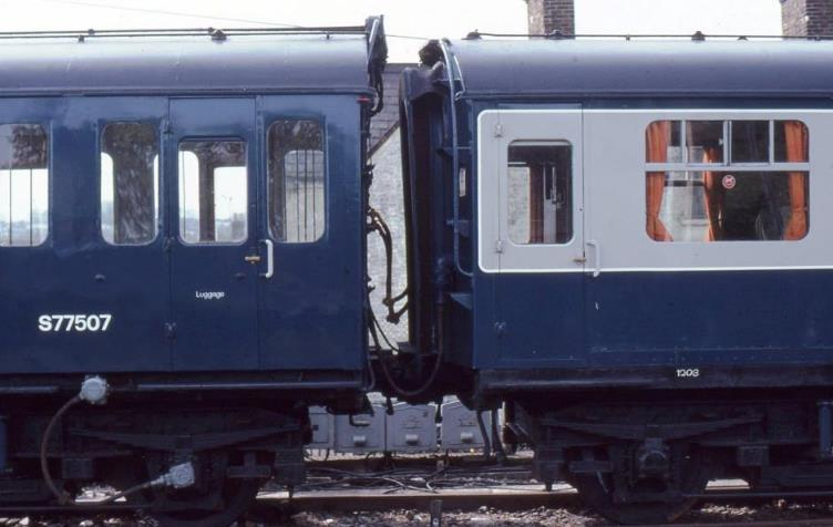 6B 1036 & 3R 1202 @ Tonbridge copyright BloodandCustard.JPG